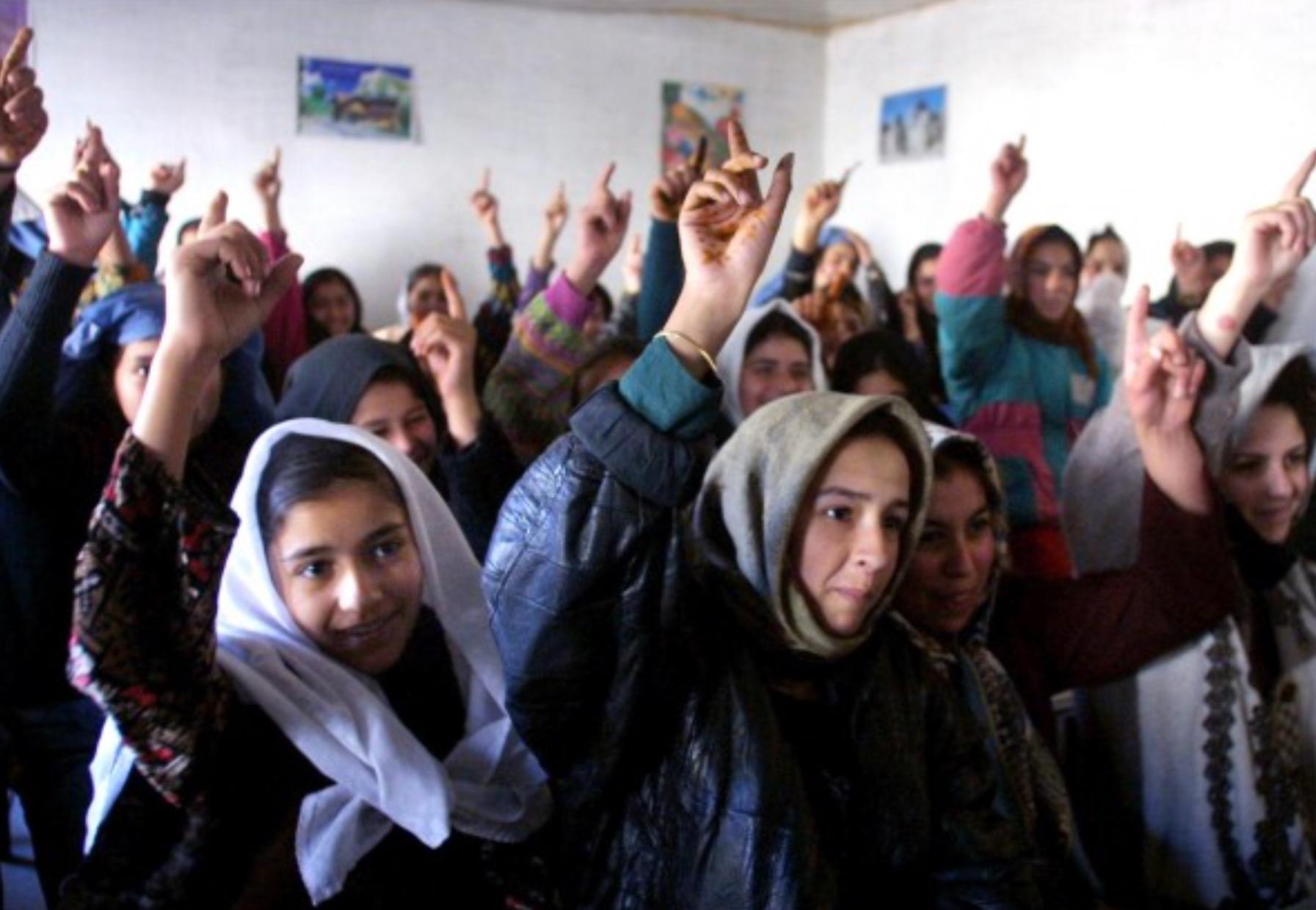 Una ragazza, un insegnante, una penna e un libro possono cambiare il mondo